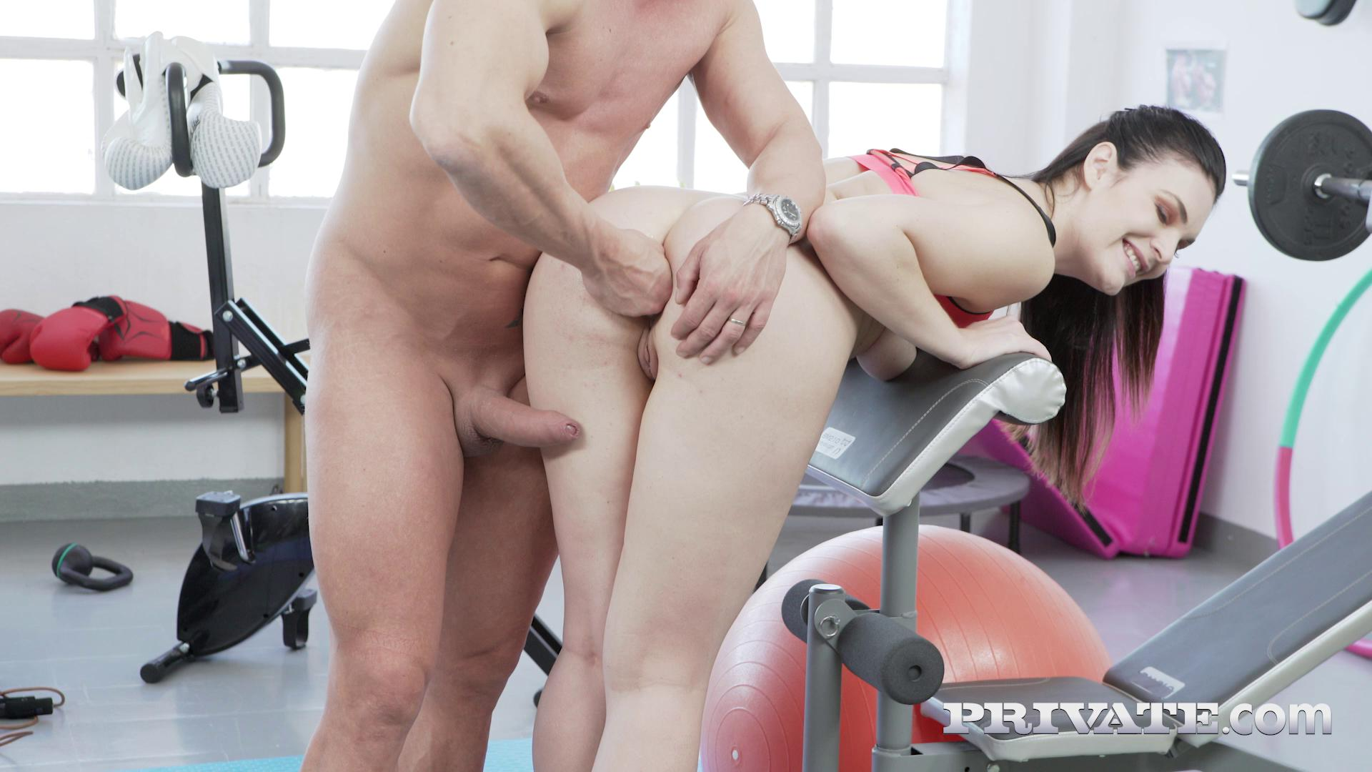 Hannah Vivienne Anal Punishment For Disobedient Boxer