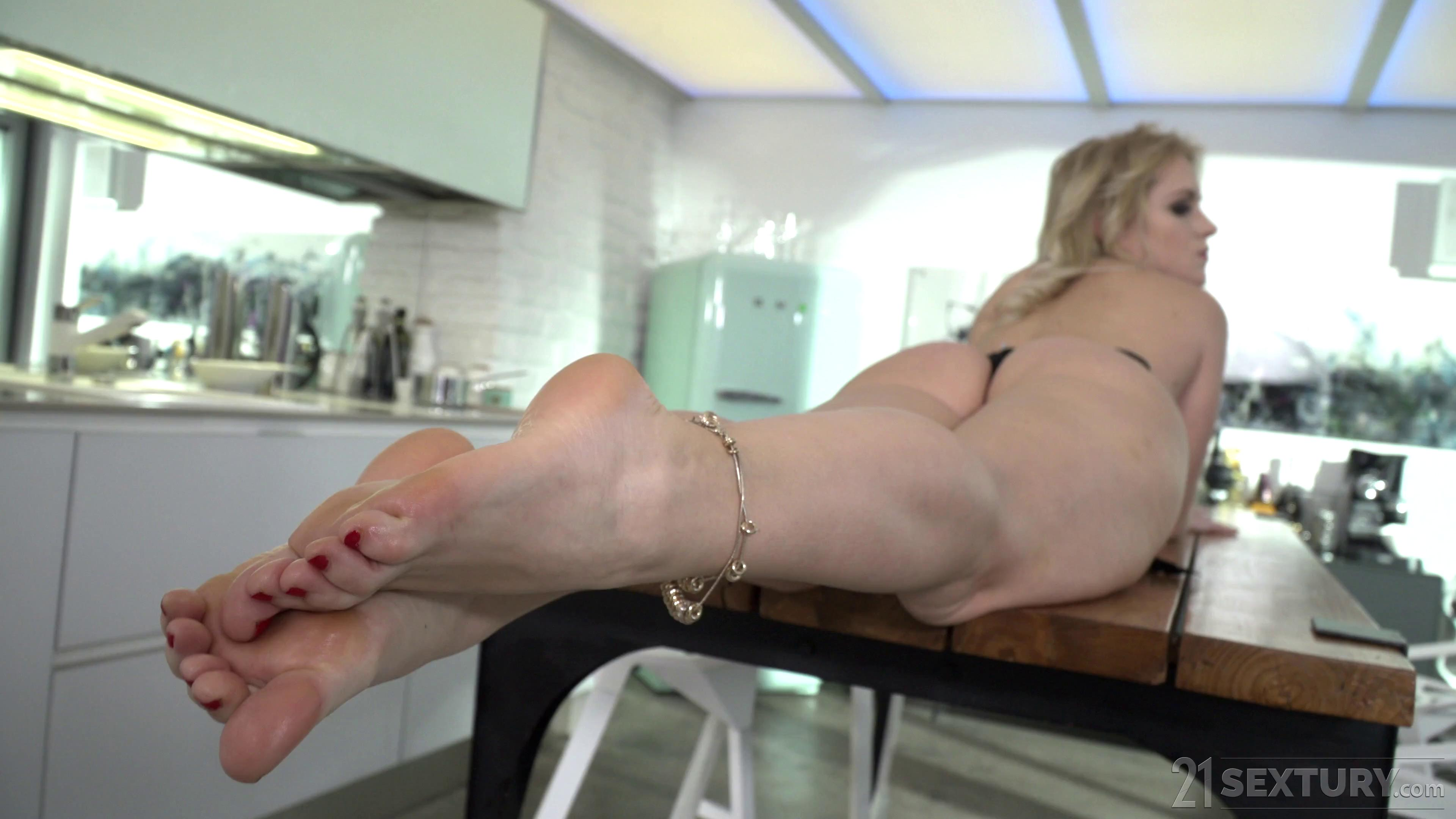 Rossella Visconti The MILF And Her Young Foot Lover